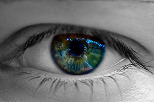 eyes-bw-color-center