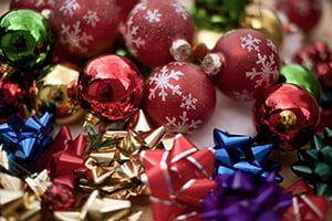 bows-bulbs-christmas